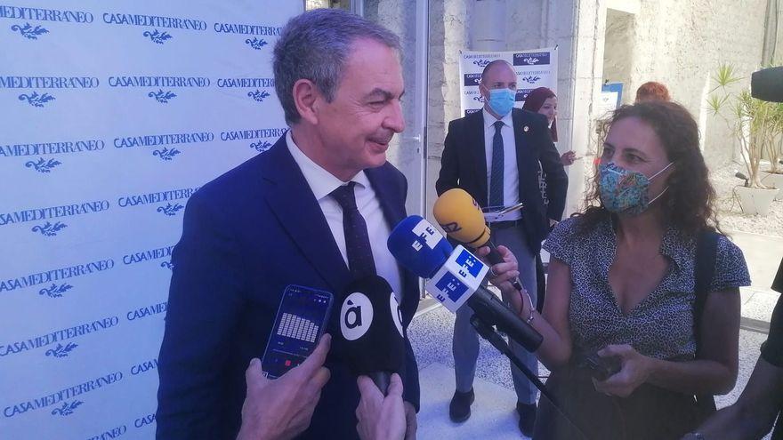 L'expresident del govern Rodríguez Zapatero aquest divendres, en l'arribada a l'acte al qual ha assistit en Casa Mediterrani a Alacant