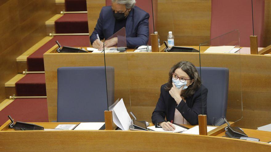 Imatge d'arxiu de Mónica Oltra durant la compareixença a les Corts per a abordar la condemna del seu exmarit
