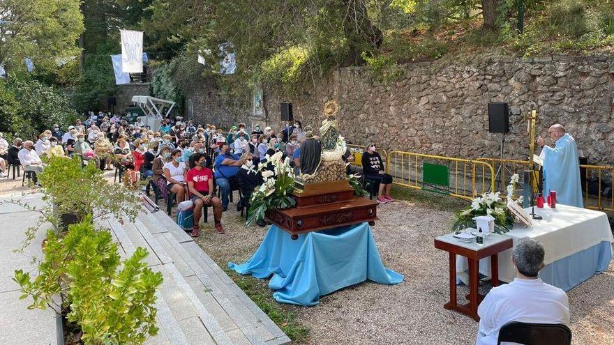 Eucaristia amb aforament limitat en la plaça de l'ermita