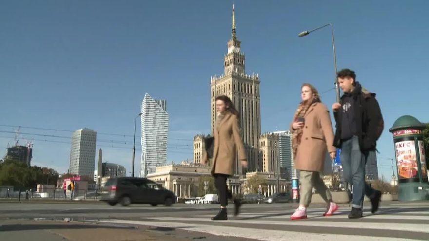 Ciutadans passejant per Varsòvia