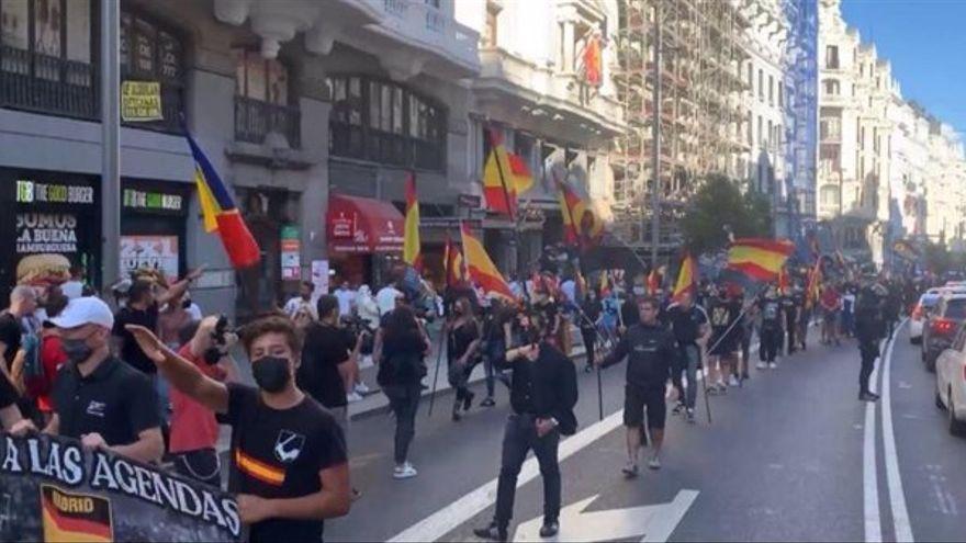"""Imatge de la manifestació de Chueca  al crit de """"Fora mariques dels nostres barris"""""""