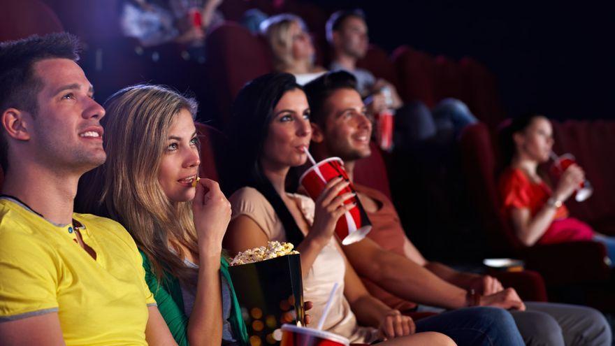 Un grup de joves en el cine
