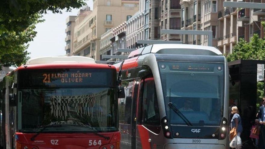 Un carrer de Saragossa i transport públic