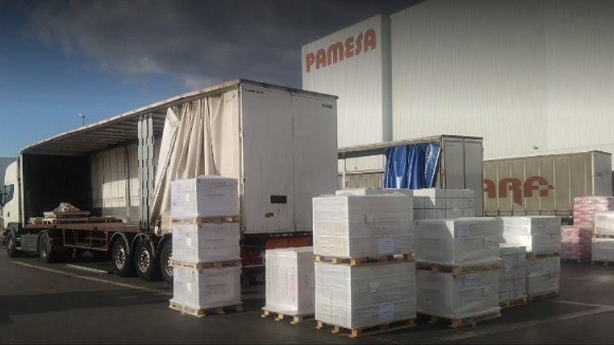 Càrrega de camions a la taulellera Pamesa, a Almassora