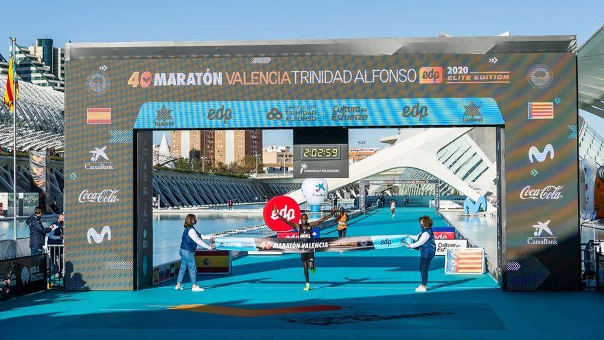Evans Chebet bat el record de la Marató de València. @maratonvalencia