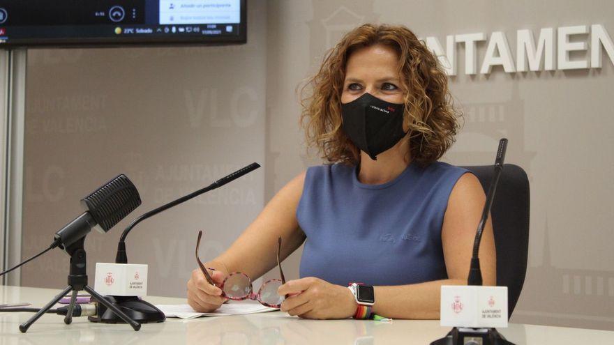 La regidora Bernabé, durant una roda de premsa en l'Ajuntament de València