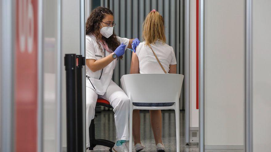 Immunització dels joves de 20 a 29 anys al centre de vacunació de la Ciutat de les Arts i les Ciències de València