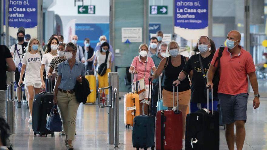 Turistes a l'aeroport de Màlaga