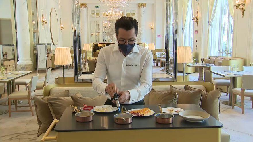 El xef Quique Dacosta fa una demostració culinària a l'Hotel Ritz de Madrid