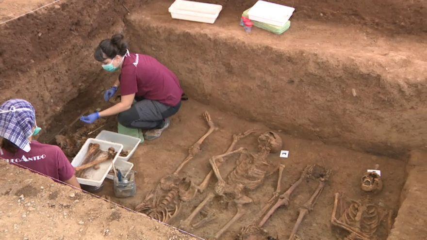 Imatge d'arxiu d'exhumacions al cementeri de Castelló
