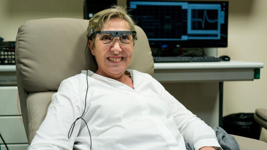 Bernadeta Gómez, la dona cega que ha pogut percebre formes i colors gràcies a un implant cerebral