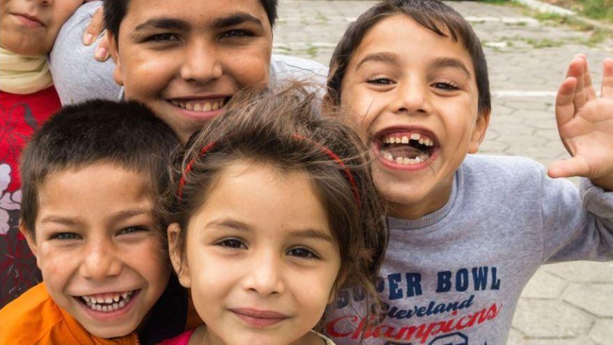 Imatge d'arxiu d'un grup de xiquets d'ètnia gitana