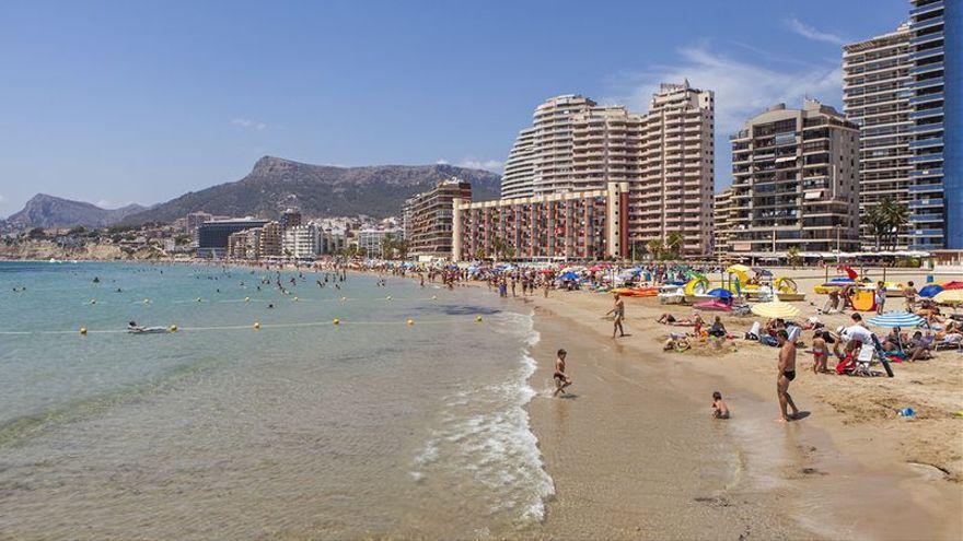 La platja de l'Arenal, al nucli urbà de Calp, en una imatge d'arxiu