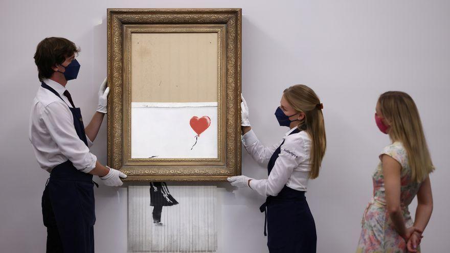 Personal de Sotheby's mostren les restes de l'obra, que s'han valorat vint vegades més que la creació original