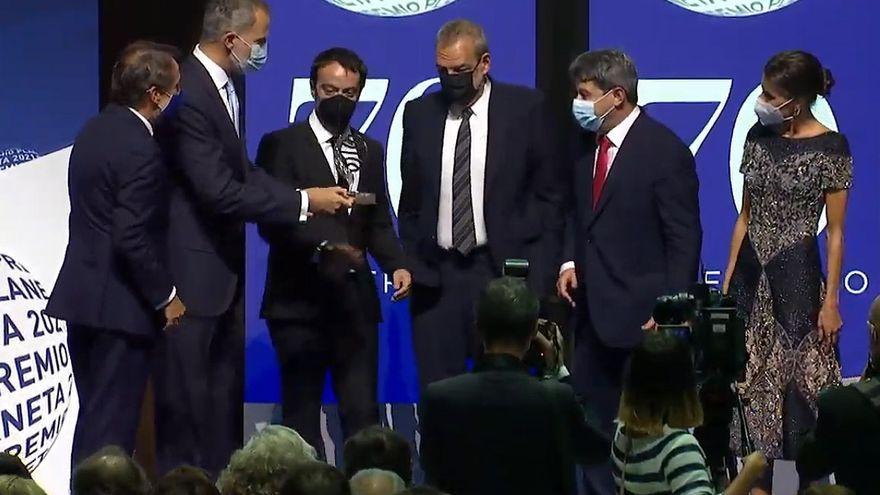 Acte de lliurament del premi als tres escriptors guanyadors